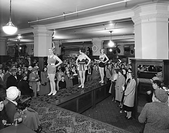 Black and white brand experience in 1932 (Photo: Wikimedia Commons)