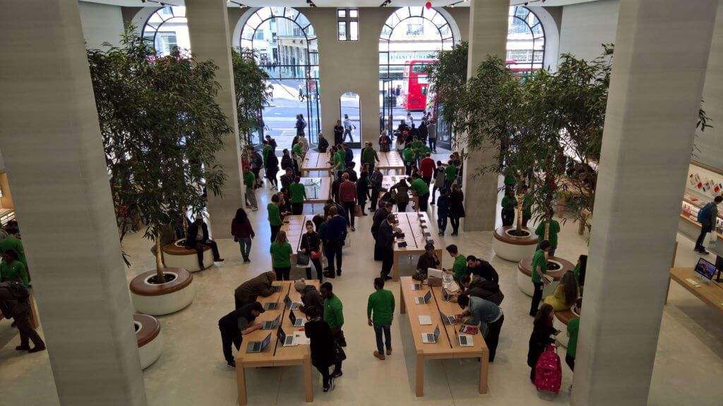 store staff performance at Apple