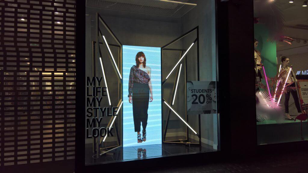 Smart store visual displays