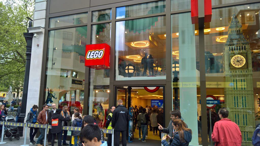 brand experience lego store
