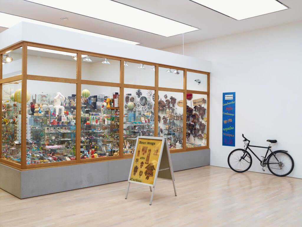 Store Art Hans-Peter Feldmann, Laden, 1975–2015; Städtische Galerie at Lenbachhaus and Kunstbau München; © VG Bild-Kunst, Bonn 2017 / Photo: Städtische Galerie at Lenbachhaus and Kunstbau München