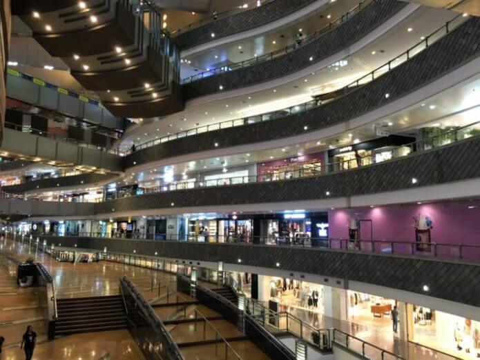 One of the Top 5 Shanghai Shopping Malls Almost Empty