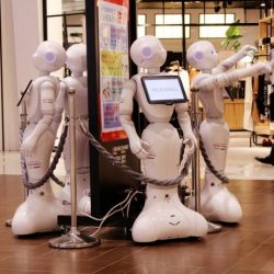 Service Robots in a Mall in Japan (Photo: Shutterstock)